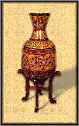large_vase_on_stand_pic1.jpg